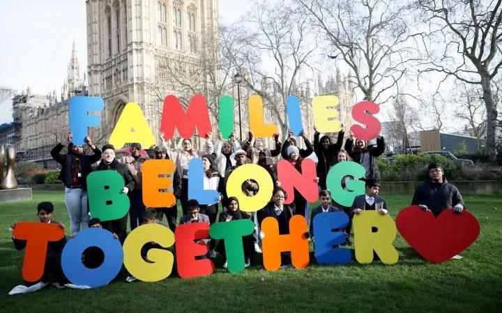 Großbritannien: Schüler reichen Petition mit 75.000 Unterschriften ein