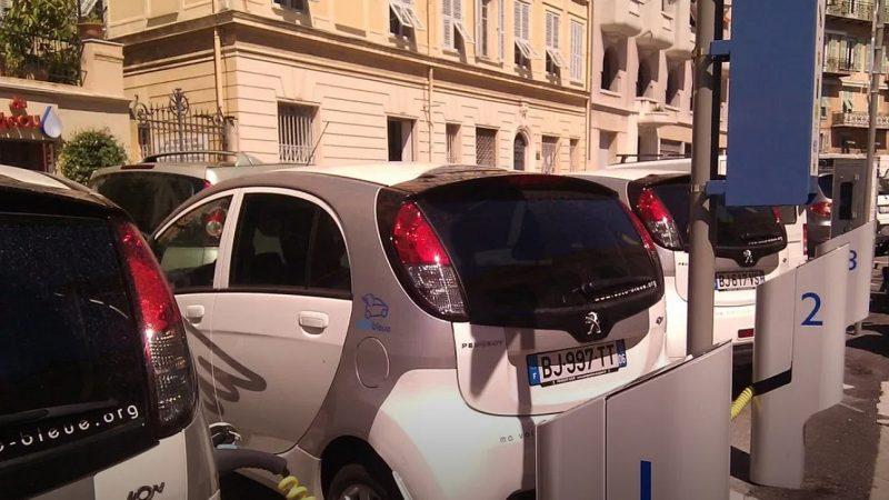 Auch mit Kohlestrom sind E-Autos umweltfreundlicher