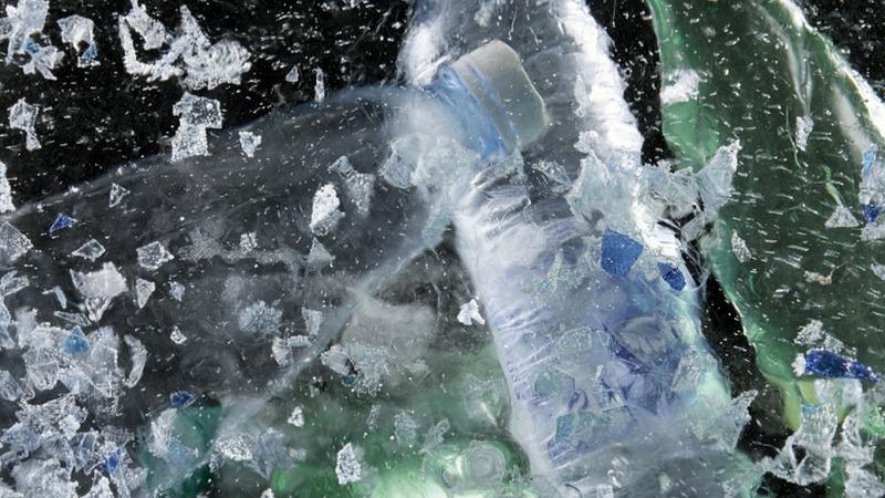 Wasser 3.0 reinigt Wasser von Plastik, Pestizid, Arznei