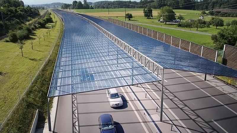 Strom vom Solardach über deutschen Autobahnen