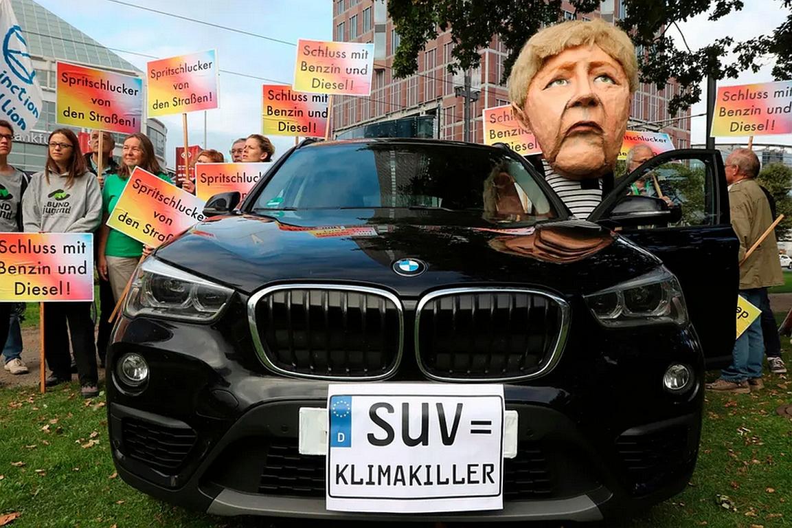 SUV Protest in Berlin Screenshot Guardian