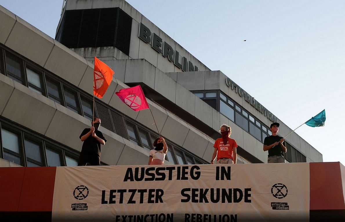 Aktivisten stören Kurzstreckenflüge