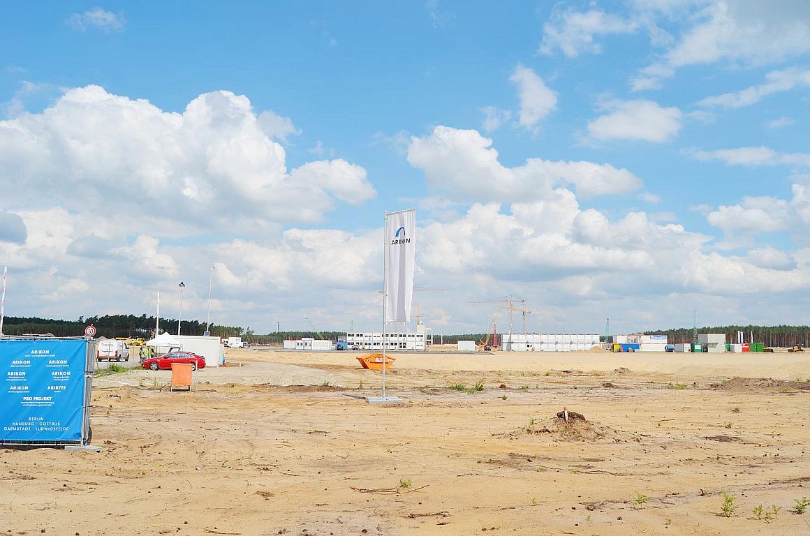 """Tesla-""""Gigafactory"""": Pfähle gefährden das Grundwasser"""