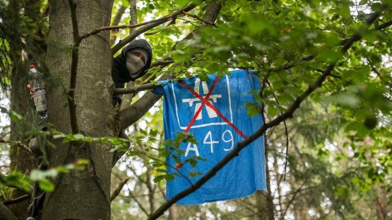Protestierende im Danneröder Wald in Haft