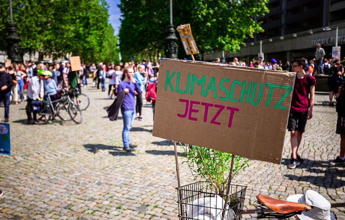 """Verfassungsgericht kippt Klimaziele als """"zu lasch"""""""