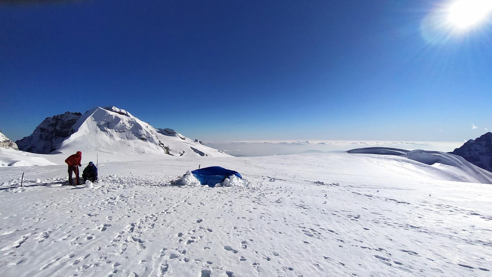 gletscher himalaya Extracting firn core Evan Miles wsl