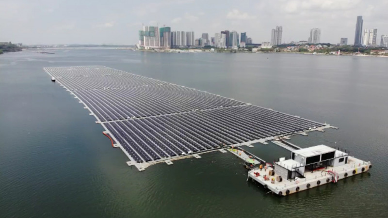 Schwimmendes Solarkraftwerk versorgt Singapur mit Strom