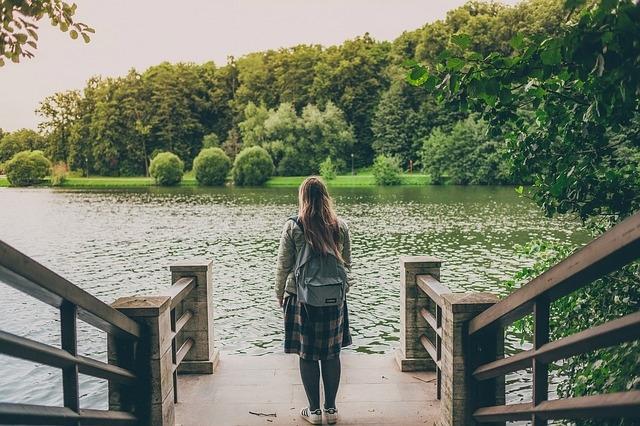 Frau im Park tsaritsyno 2953907 640 Pixabay CC PublicDomain